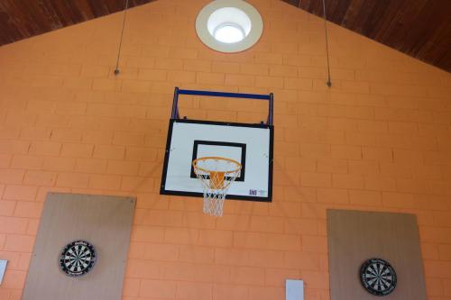 Basketball & Darts sa halla mór